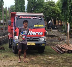 Jadi Kuli Bangunan, Anak Wakil Wali Kota Tidore Tunai Pujian Netizen