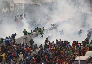 Demo Mahasiswadi Gedung MPR DPR Berlangsung Ricuh, 3 Orang Ditangkap