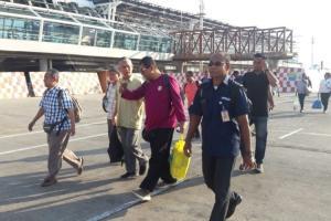 Gelar Sunat Masal Ilegal di Sumba, 6 Warga Malaysia Diamankan Petugas Imigrasi