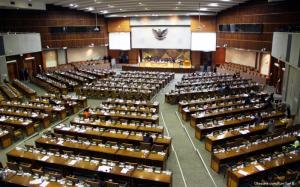 Paripurna DPR Ramai Bahas Potong Gaji Untuk Tangani Covid-19